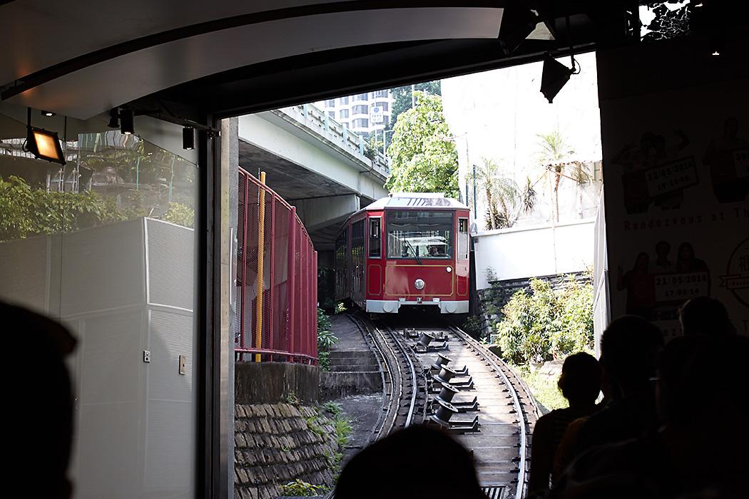 Peak tram arriving