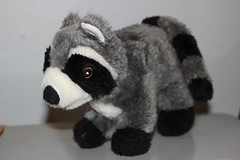 giant panda(0.0), animal(1.0), raccoon(1.0), textile(1.0), fur(1.0), mammal(1.0), plush(1.0), stuffed toy(1.0), toy(1.0),