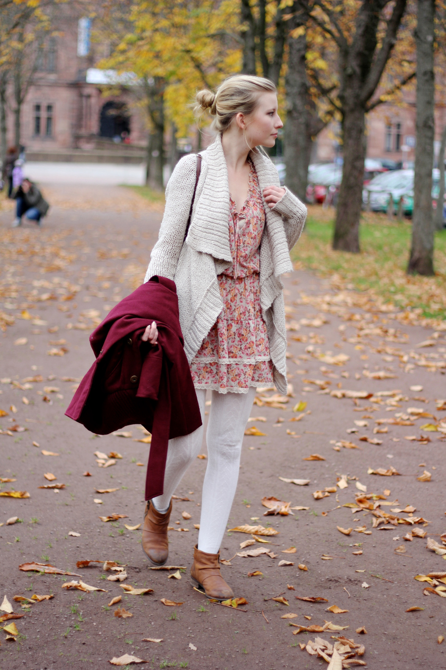 outfit-flower-dress-autumn-red-girly