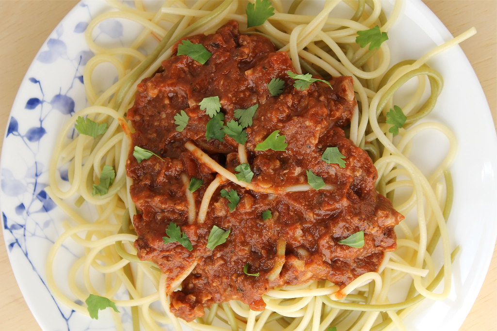 Vegetarian Walnut 'Bolognese' Spaghetti Sauce | http://www.katesshortandsweets.com