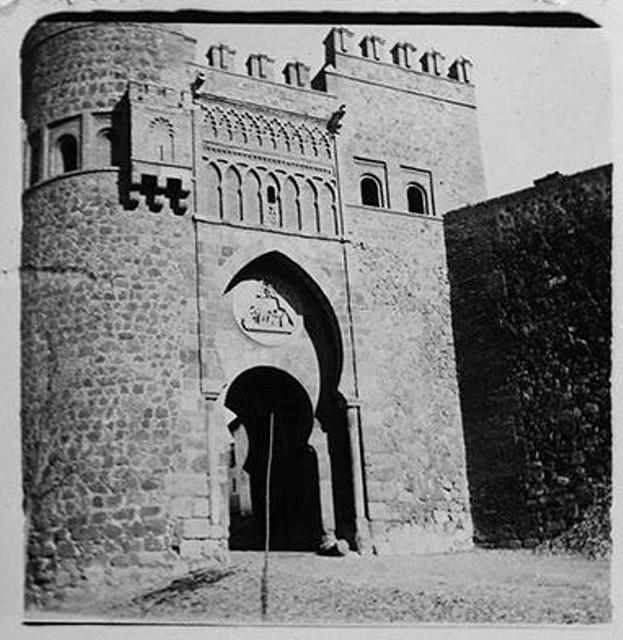 Puerta del Sol en 1900. Fotografía de Augusto T. Arcimis © Fototeca del IPCE, MECD. Signatura ARC-0697_P