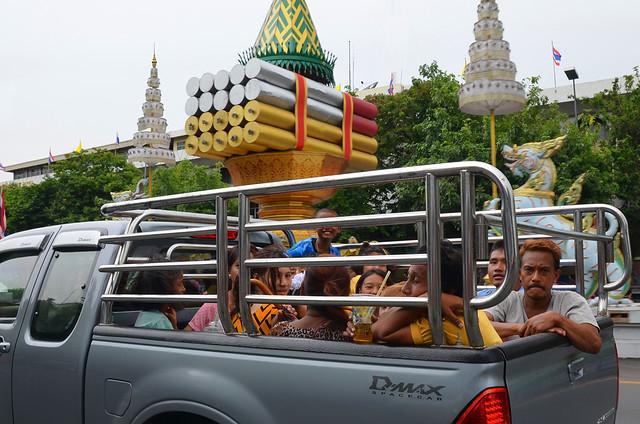 Situaciones surrealistas en las carreteras de Bangkok