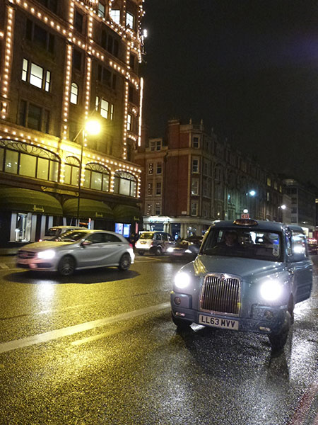 taxi sous la pluie