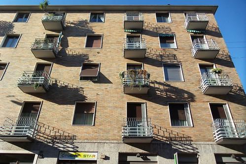 I balconi e il gioco delle ombre
