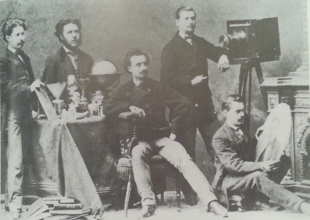 Alois Beer y sus ayudantes en su estudio en 1868. Photomuseum des Landes Oberösterreich, Bas Ischl