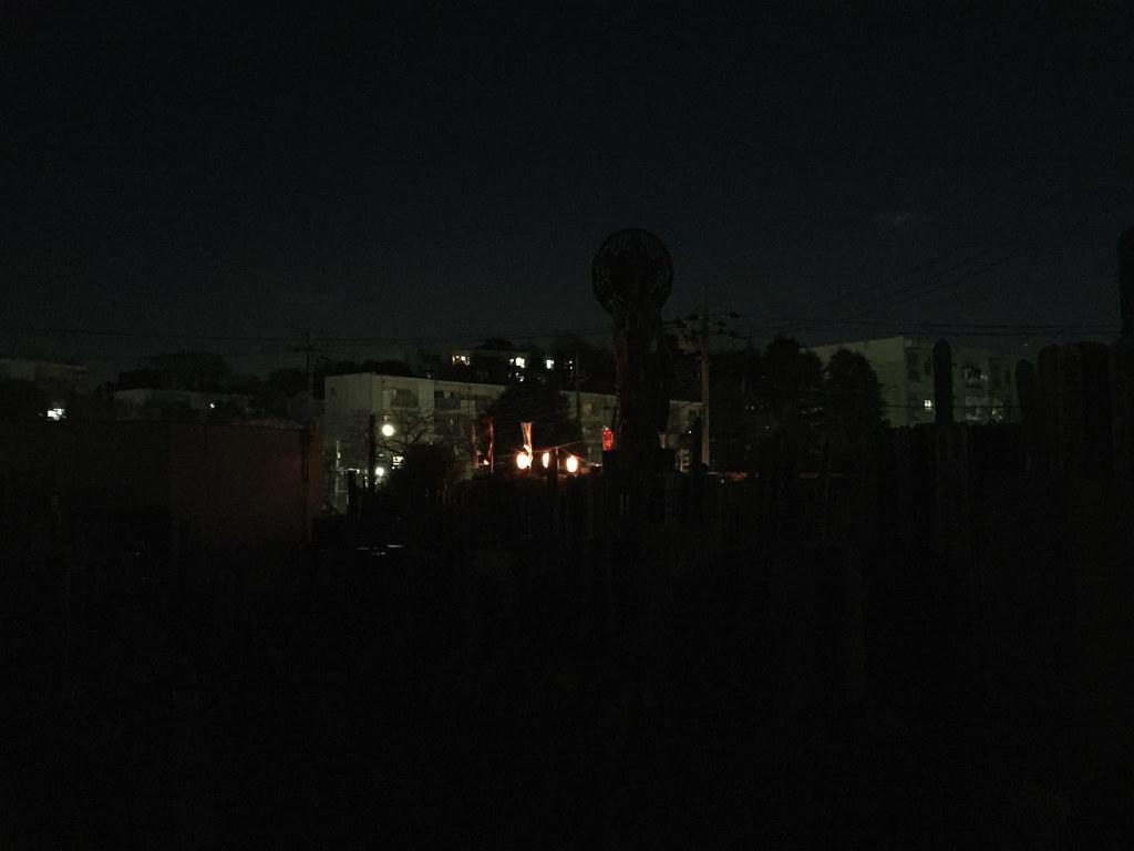 完全な暗闇の中でおおくら大仏の回転を待つ