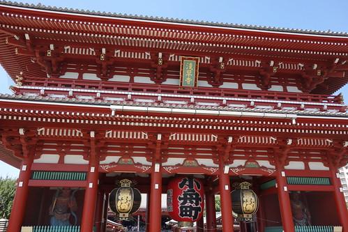 """Asakusa_4 """"浅草寺"""" の """"宝蔵門"""" の写真。 両側に """"金剛力士像"""" が立っている。"""
