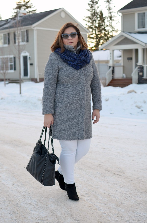 Fabulous-30s-grey-coat-white-jeans-winter-outfit-curvy-blogger-plus-size