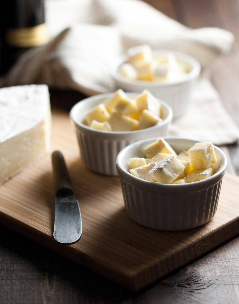 Mini crustless baked brie - 2 ingredients, 15 minutes, gluten free