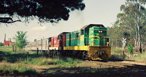 099-6 1991-11-02 4905 and 4907 at Clandulla