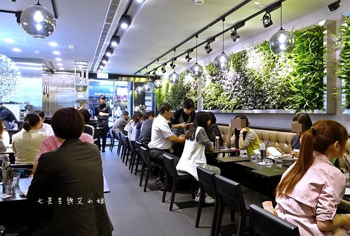 4 瓦法奇朵 台北車站信陽店 2014台北車站大聖誕樹
