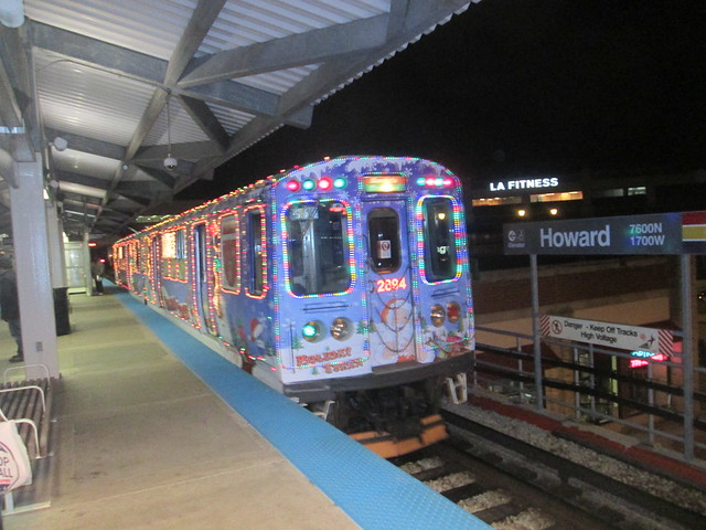 Another southbound Yellow Line Holiday Train stops at Howard 'L' station