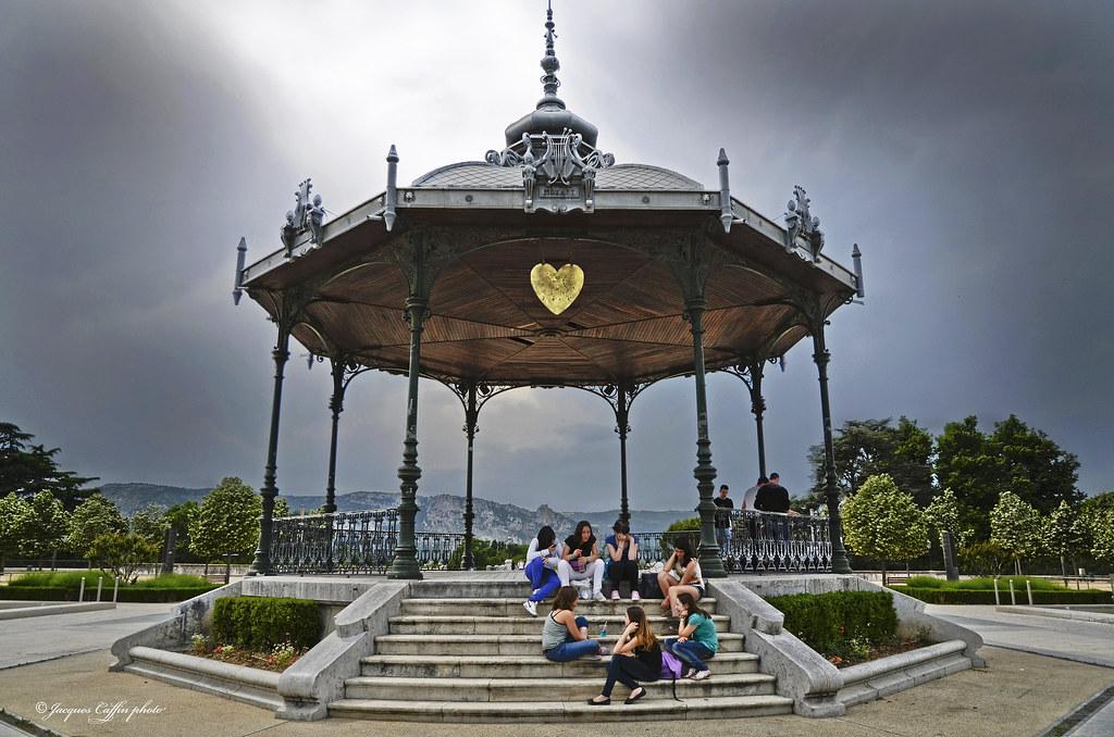 Un cœur a prendre , kiosque de Peynet Valence Drôme France