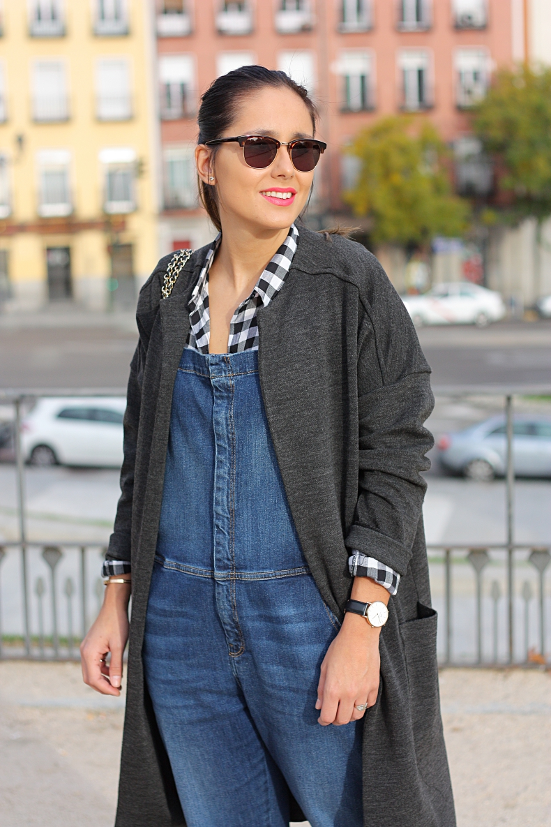 street_style-outfit-look_lady_mode-denim-dungaree-zara_daily-daniel_wellington-long_jacket