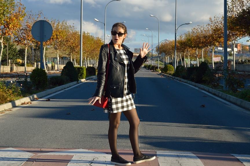 lara-vazquez-mad-lula-streetstyle-look-fall-classic-dress