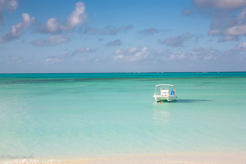 boat paradise resort lonely caribean thebahamas capesantamaria