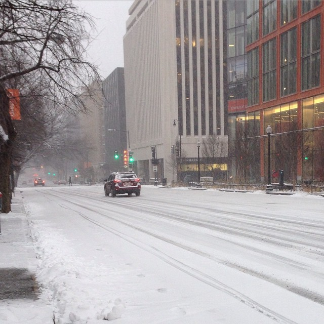 This is 17th and M NW - surprised that nothing is plowed downtown #waroncars