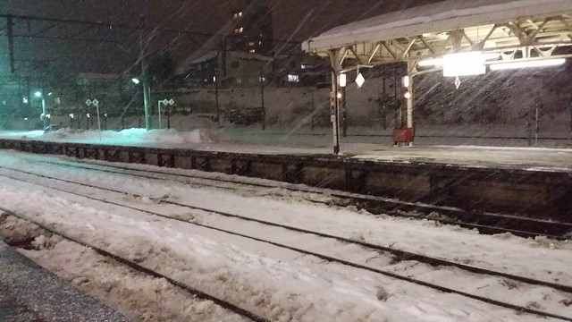 otaru 10 - snowing at railway station 1