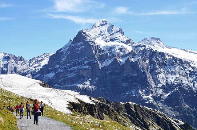 Caminando hacia los lagos más bonitos de Suiza