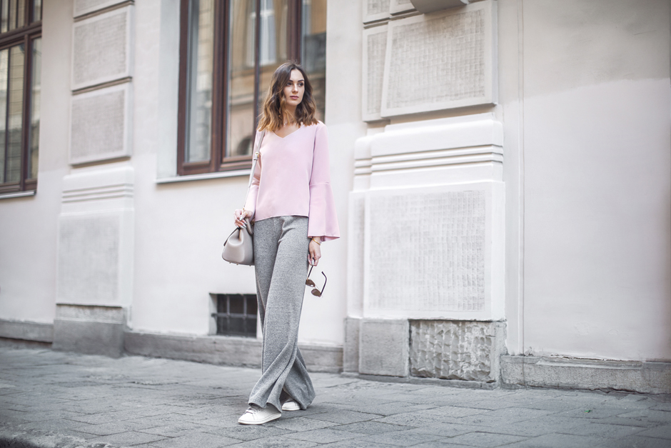 flared-sleeve-ruffle-top-outfit-street-style