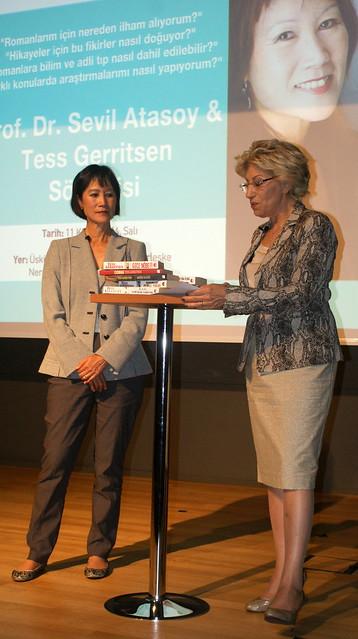 Tess Gerritsen Üsküdar Üniversitesi'nde okuyucularıyla buluştu 4