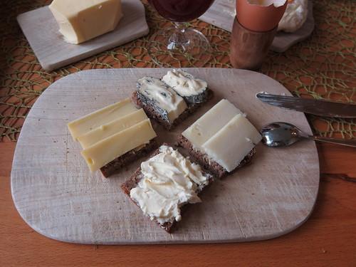 Käse auf 100%-Roggenbrot von der Bäckerei Böhne