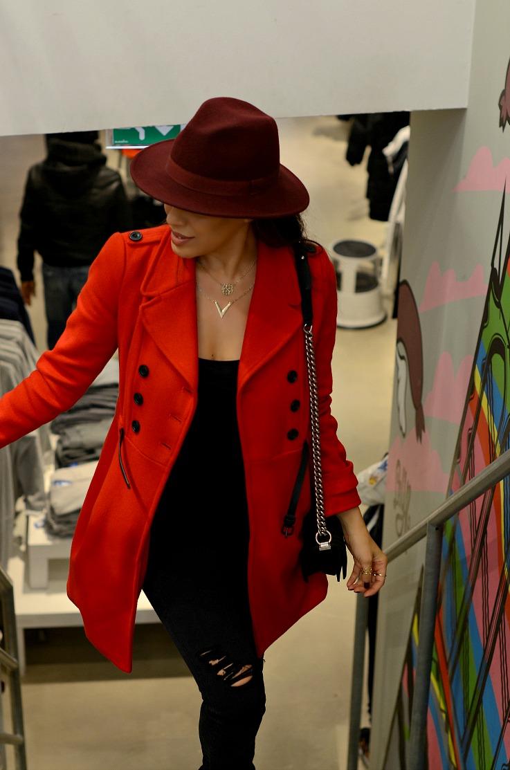 DSC_7141 Red Zara Coat, Chanel Boybag, Burgundy hat, Tamara Chloé, Adidas VIP, Adidas store Utrecht, Shopping,
