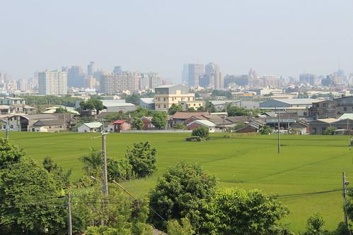 俯瞰南屯,田園、屋舍、大樓、大肚山,是都會內最具特色的景觀。