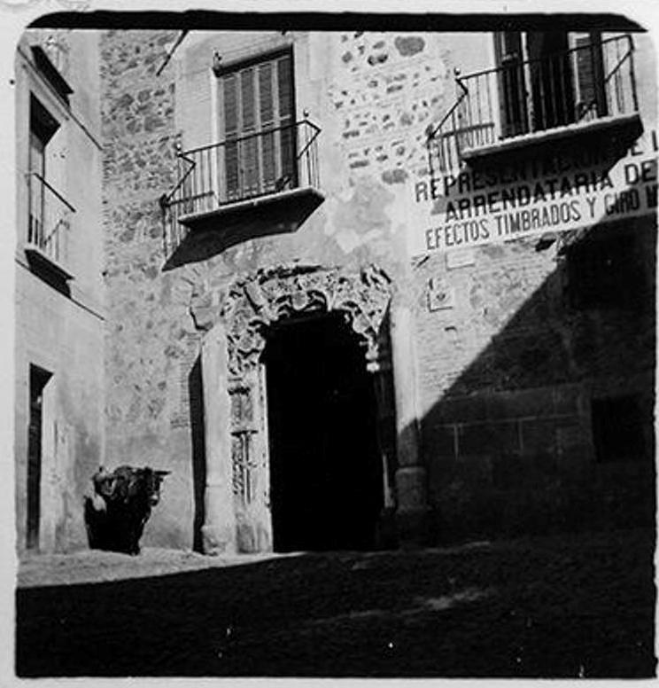 Portada del palacio de los Peromoro en la calle Instituto en 1900. Fotografía de Augusto T. Arcimis © Fototeca del IPCE, MECD. Signatura ARC-0696_P
