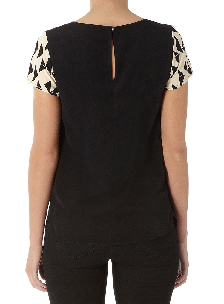 Billie & Blossom Black and cream geo top