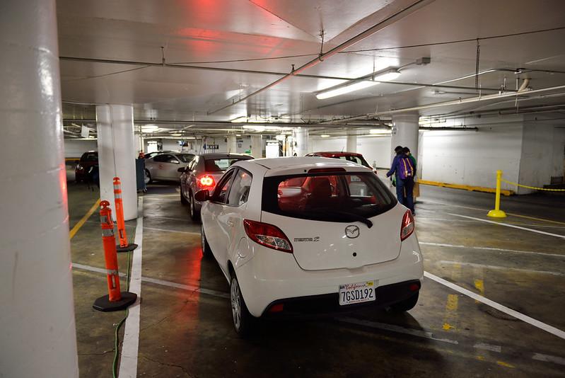 【Thrifty 舊金山市區還車處】就把車停著,一個工作人員簡單看一看後,拿一張信用卡簽單給你就算完成還車手續,跟租車比起來簡直超神速