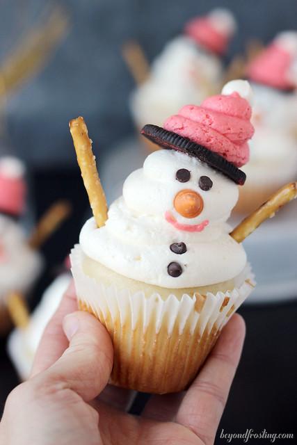 Easy Diy Snowman Cupcakes Beyond Frosting