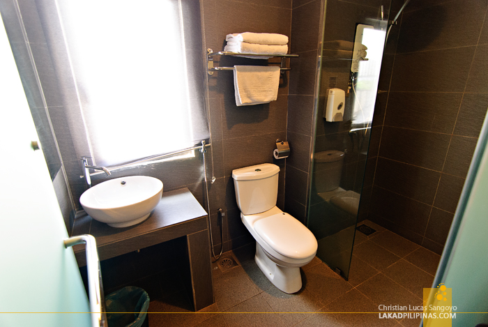 Ceria Hotel De Luxe Room Toilet in Kuala Lumpur