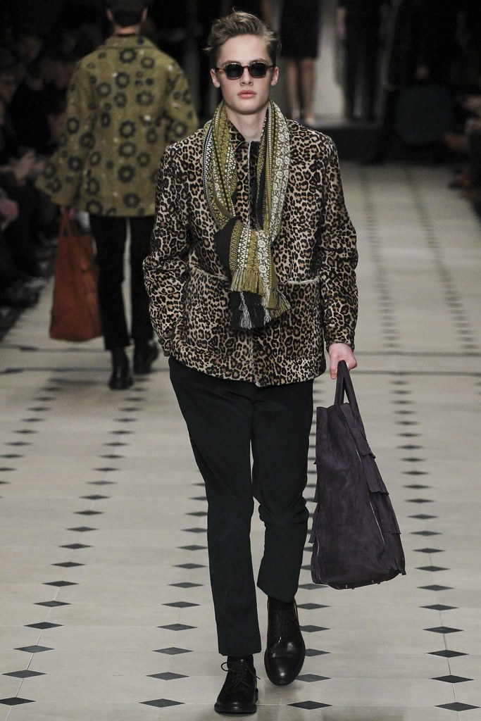 FW15 London Burberry Prorsum018(VOGUE)