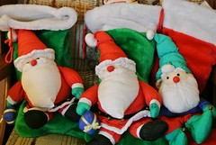 textile(1.0), christmas decoration(1.0), santa claus(1.0), plush(1.0), stuffed toy(1.0), christmas(1.0), toy(1.0),