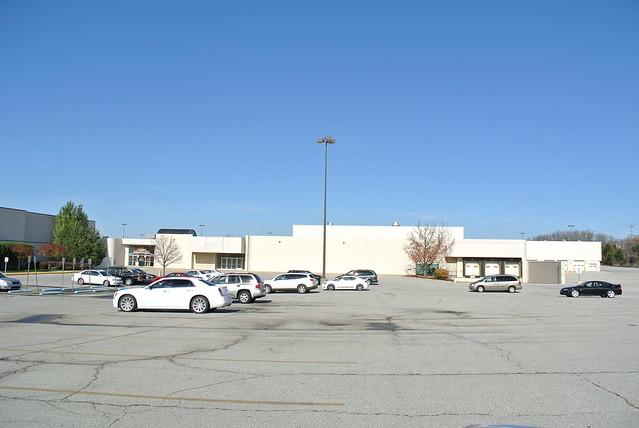 Former Sears Richmond Square Mall