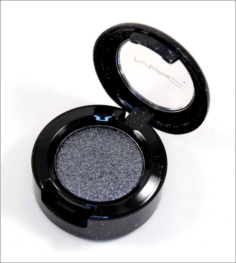 MAC Prim and proper pressed pigment1
