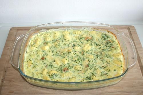30 - Auflaufform aus Ofen entnehmen / Take casserole from oven