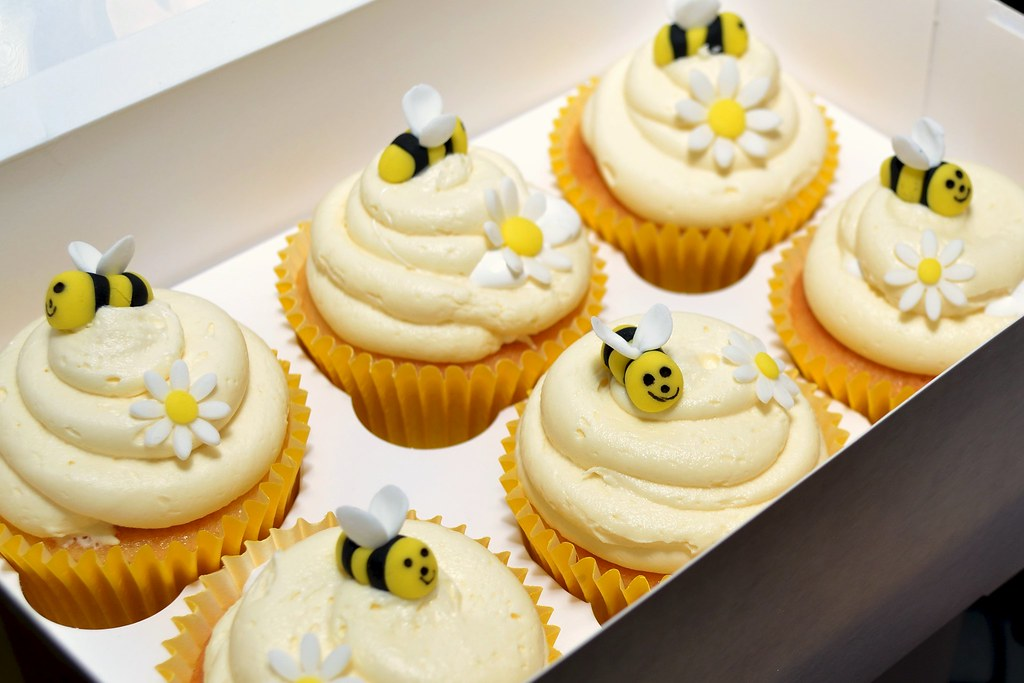Bumble Bee Birthday Cake Cupcakes