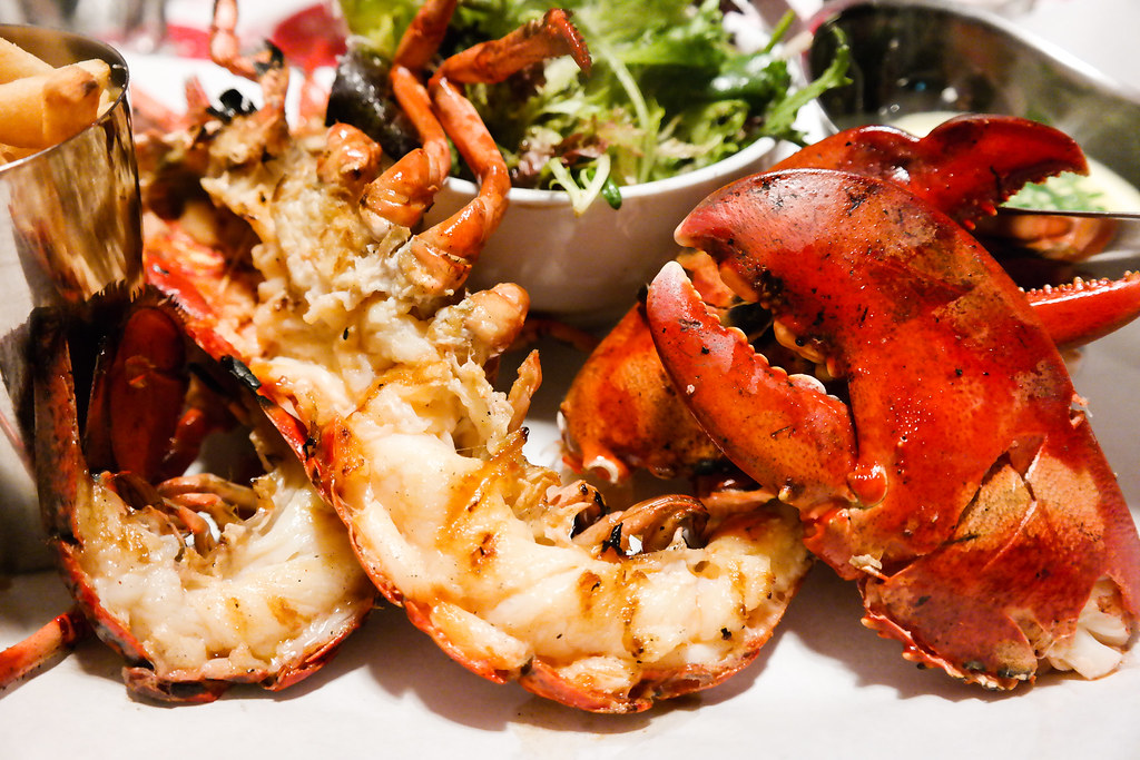 Pince and Pints Restaurant and Bar's Live Whole Lobster