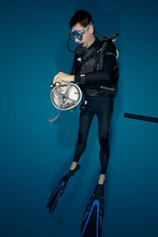 Indoor Diving avec le 15 mm Nikonos 15765908851_8cce3cf547_c