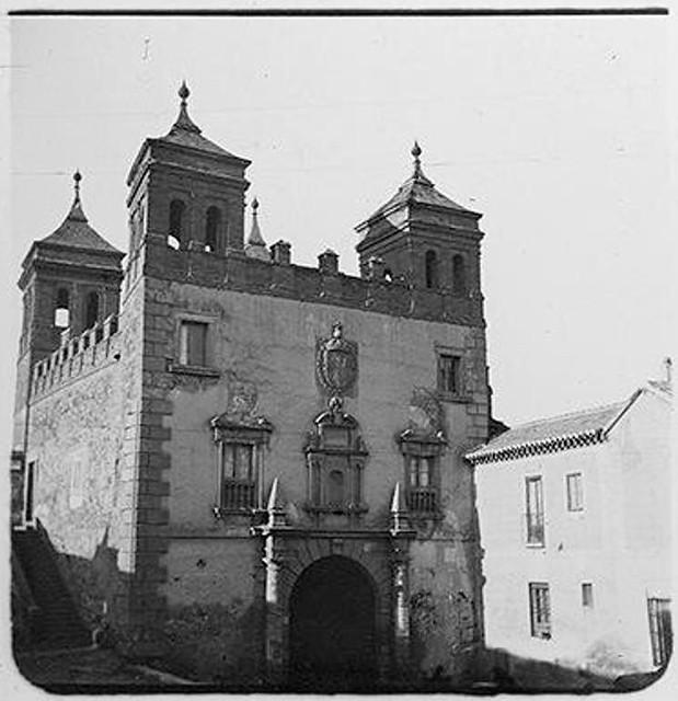 Puerta del Cambrón en 1904. Fotografía de Augusto T. Arcimis en 1904 © Fototeca del IPCE, MECD. Signatura ARC-0751_P