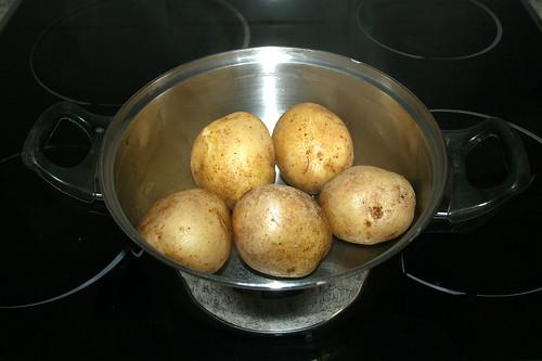 33 - Kartoffeln abgießen & abkühlen lassen / Drain potatoes & let them cool down