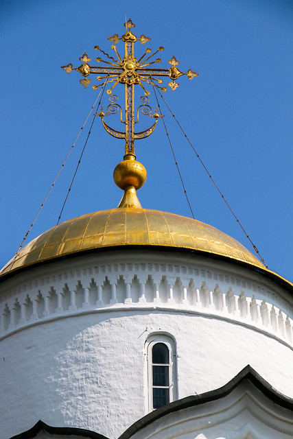 Golden dome of the church in Convent of Intercession, Suzdal, Russia スズダリ、ポクロフスキー修道院の金色ドーム屋根