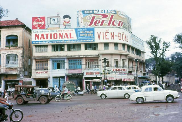 SAIGON 1967 - Street Scene. Ngã tư Lê Lợi-Pasteur. Photo by Eaindy