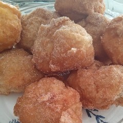 malasada, oliebol, fried food, buã±uelo, baked goods, food, dish, cuisine, beignet, fast food,