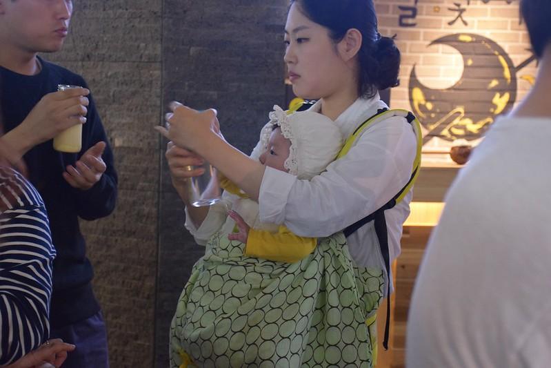 Mochila portabebés en Corea.