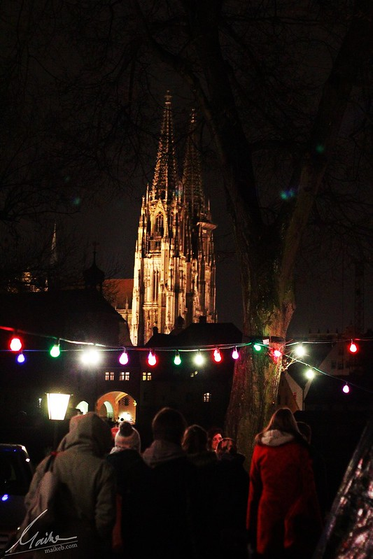 Regensburger Dom im weihnachtlichen Licht