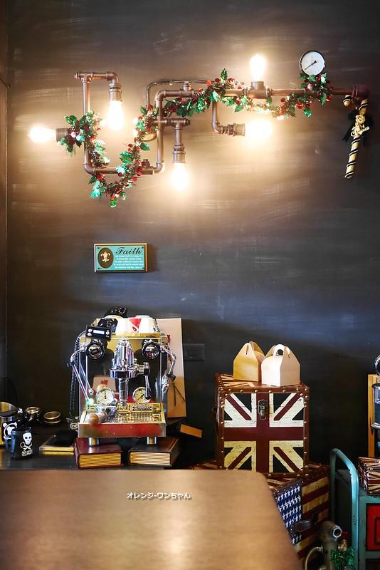 15582259224 63428bc991 c - LOVE PEACE CAFE │西屯區:超華麗工業風咖啡空間~黑白條紋店貓COOPER假日當家~還有老闆單人製作美麗拉花特調咖啡加精緻限量手作甜點