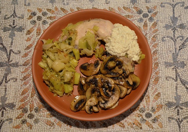 Pullus Vardanus/Varianus with white sauce & honeyed mushrooms